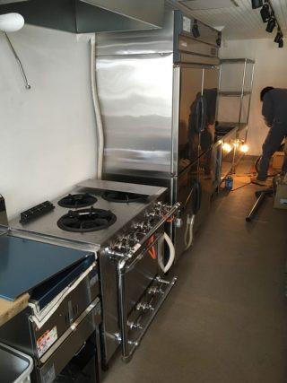 ナガノの店に厨房機器搬入